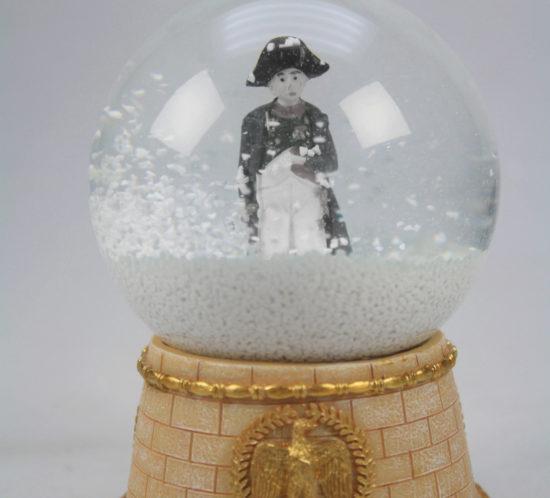 boule à neige cadeau souvenir Napoléon, spécialiste des boules à neige des boutiques cadeaux souvenir des lieux touristiques et culturel